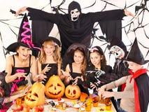 Halloween-Party mit Kindern. Lizenzfreie Stockbilder