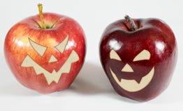 Halloween - pommes avec des visages photo libre de droits