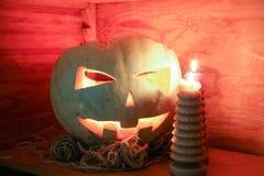 Halloween Pompoen en kaarsen het branden Stock Afbeelding
