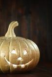 Halloween-Pompoen op de Houten Rustieke Achtergrond van Grunge Stock Fotografie