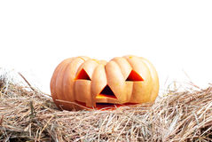 Halloween-pompoen op het hooi op een witte geïsoleerde achtergrond Stock Afbeelding