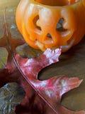 Halloween-pompoen op houten lijst Royalty-vrije Stock Afbeelding