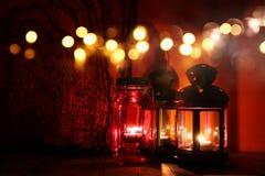 Halloween-Pompoen op houten lijst voor griezelige donkere achtergrond De lantaarn van Jack o Royalty-vrije Stock Fotografie
