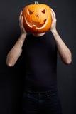 Halloween-pompoen op mensenhoofd Royalty-vrije Stock Fotografie