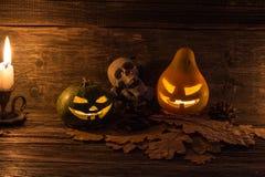Halloween-pompoenen die hefboom-o-lantaarn glimlachen Royalty-vrije Stock Afbeeldingen