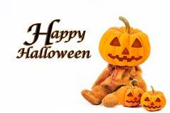 Halloween-Pompoenen op witte achtergrond met bericht & x27; Gelukkige Halloween& x27; royalty-vrije stock afbeeldingen