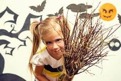 Halloween Ritratto di una strega affascinante Immagini Stock