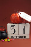 Halloween save daktylowy kalendarz z kotłem - vertical. Zdjęcia Royalty Free