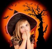 Halloween scared a menina loura do miúdo imagens de stock royalty free