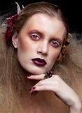Halloween-Schönheitsfrauenmake-up Lizenzfreie Stockfotos