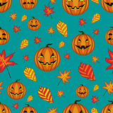 Halloween seamless pattern with pumpkins and autumn leaves Royalty Free Stock Photos