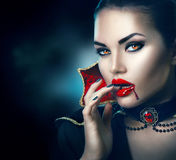 Halloween Sexy Vampirsfrau der Schönheit stockfotos