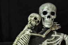 Halloween-Skelette, die fertig werden, zu gehen Trick oder Behandlung lizenzfreies stockbild