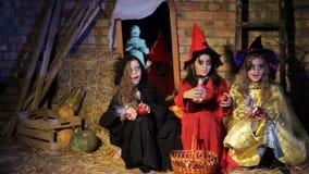 Halloween: Spook die Heksen doen schrikken stock footage