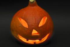 Halloween-Steckfassung-Olaternen lokalisiert auf dunklem Hintergrund Stockbilder