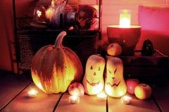 Halloween-stilleven in de nacht wordt verlicht die stock afbeeldingen