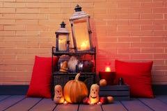 Halloween-stilleven met kaarsen wordt verlicht die stock foto