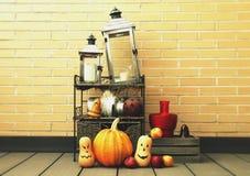Halloween-Stillleben in einer Wand lizenzfreie stockfotografie
