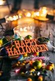 Halloween: Szczęśliwy Halloween Z cukierkiem I Rozjarzonymi żarówkami Fotografia Royalty Free