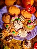 Halloween-Tabelle mit Trick oder Festlichkeit Lizenzfreies Stockbild