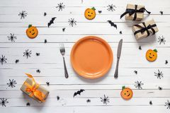 Halloween table setting with cutlery, decorative pumpkins, spide Stock Photography
