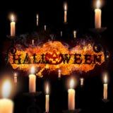 Halloween, texte du feu et potiron sur le fond noir Photo stock