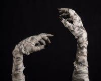 Halloween-thema: vreselijke oude brijhanden op een zwarte achtergrond Royalty-vrije Stock Fotografie