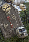 Halloween tombstone with skulls Royalty Free Stock Photos