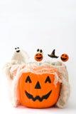 Halloween tort strzela w koszu z dyniowym kształtem Obraz Royalty Free