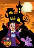 Halloween-vampier dichtbij spookhuis Stock Afbeelding