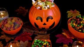 Halloween-van de dag divers suikergoed en esdoorn animatie stock video