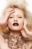 Halloween van de manier het kijken. Model met donkere lippen Royalty-vrije Stock Fotografie