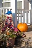 Halloween verfraaide voordeur Stock Foto's