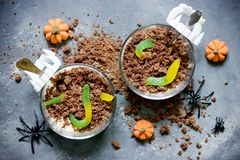 Halloween Worms And Dirt Dessert Royalty Free Stock Photography