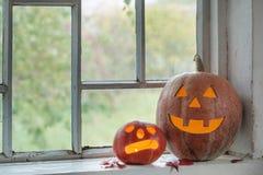 Halloweenowa bania na okno fotografia stock