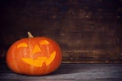 Halloweenowa bania na starym drewnianym tle zdjęcie stock