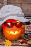 Halloweenowa bania w kapeluszu z połowów sprzętami Obrazy Royalty Free