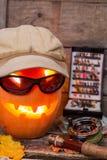 Halloweenowa bania w kapeluszu z połowów sprzętami Zdjęcie Stock