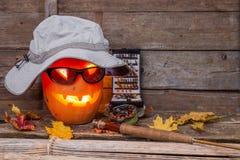 Halloweenowa bania w kapeluszu z połowów sprzętami Zdjęcia Royalty Free