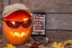 Halloweenowa bania w kapeluszu z połowów sprzętami Fotografia Stock