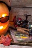 Halloweenowa bania w kapeluszu z połowów sprzętami Zdjęcie Royalty Free