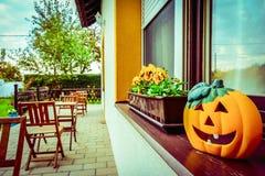 Halloweenowa dekoracja na pensjonacie zdjęcie stock