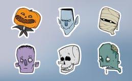 Halloweenowa majcher paczka Żywy trup, kościec, mamusia i inni straszni charaktery, abstrakcjonistycznych tła błękitny guzika kol ilustracji