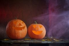 Halloweenowe banie na drewnianym stole Zdjęcia Royalty Free