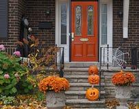 Halloweenowe dekoracje z trzy baniami fotografia stock