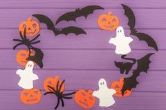 Halloweenowe sylwetki cią z papieru robić round rama Fotografia Stock