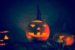 Halloweenowego dyniowego lampionu zmroku światła twarzy gniewny spadek Zdjęcia Stock