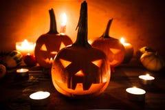 Halloweenowego dyniowego lampionu zmroku światła twarzy gniewny spadek Obrazy Stock