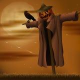 Halloweenowej nocy zły strach na wróble i wrona Zdjęcia Royalty Free