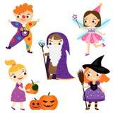 Halloweenowi dzieciaki Dzieci w partyjnych kostiumach ilustracja wektor